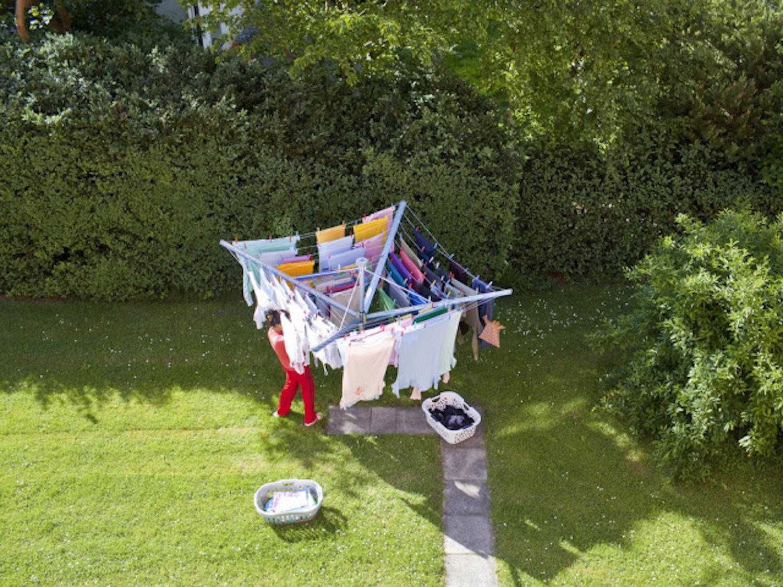 Wer die Wäsche an der Sonne trocknet, verschleudert keine Tumbler-Energie. (Keystone)