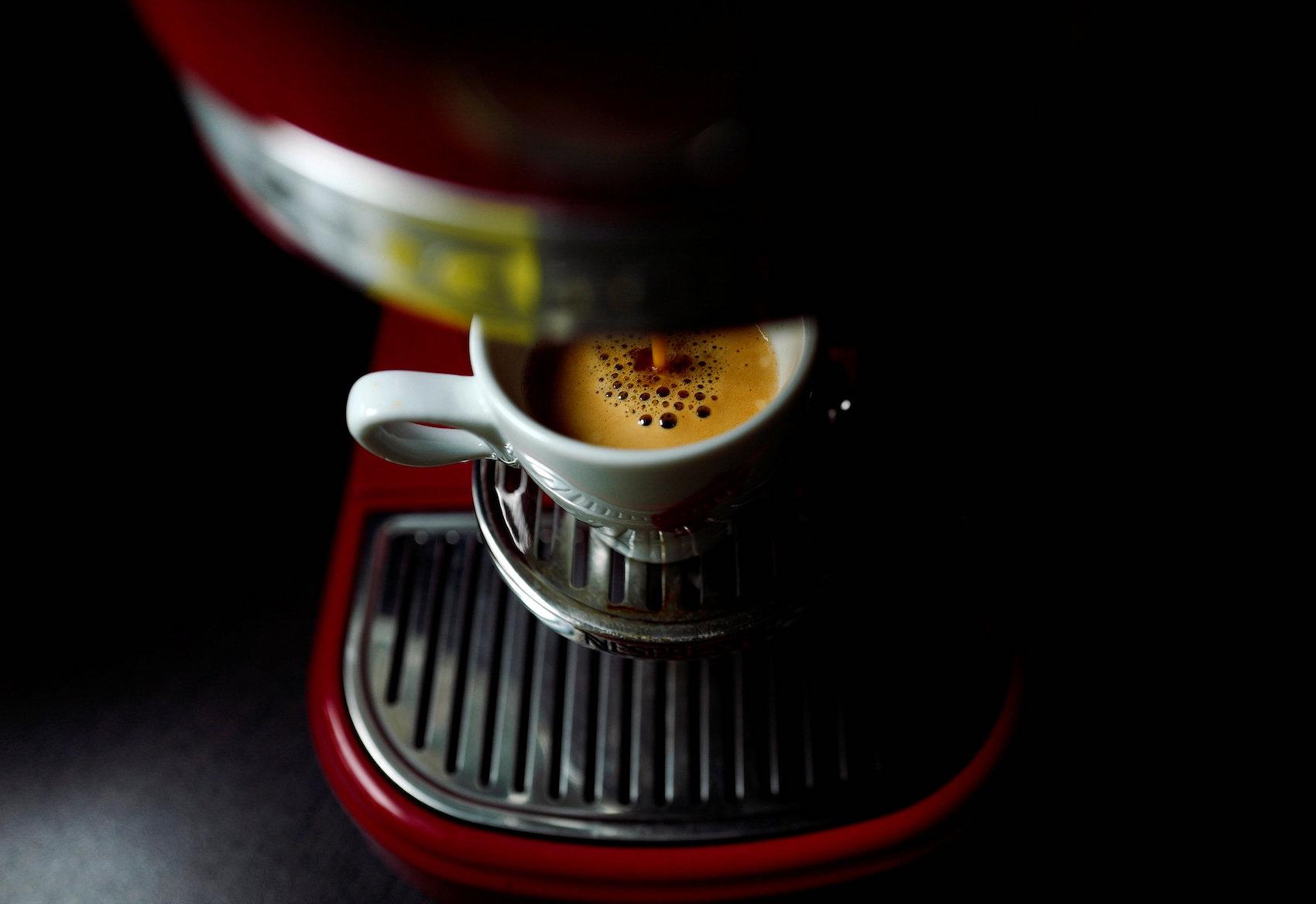 Noch vor dem ersten Schluck haben viele Kaffeemaschinen schon 1000 Watt verbraucht. (Reuters)